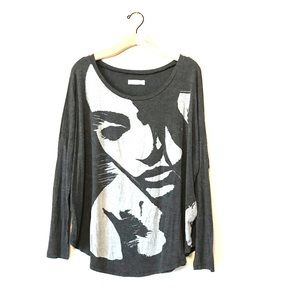 Abercrombie Fitch Oversized graphics shirt girl
